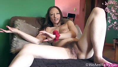 Victorian amateur mammy Cara Banx solo session