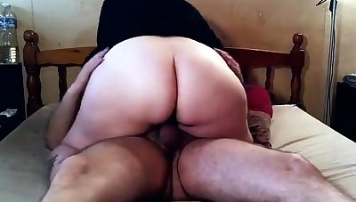 Big butt bbw stuffs toy in big boob bbw ass