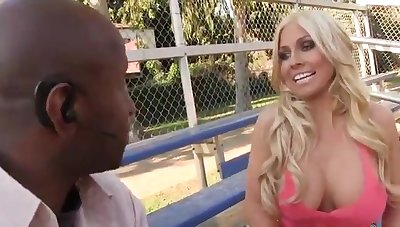 Sweet blond hair lady respecting natural hooters receives a creampie