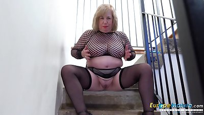 Mature lady took elevation hoodwink the stairwell during her trinket masturbation