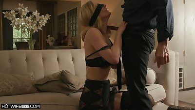 Sexy blonde MILFie housewife Mona Wales deserves fantastic missionary