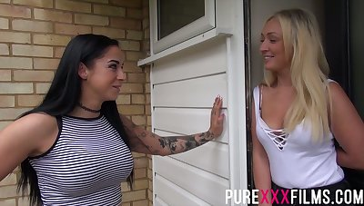 Ardent bootyful blonde Amber Deen loves some basic sexual connection poses