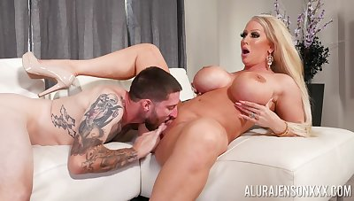 Top cougar gets the young dick to ruin her wringing wet cunt