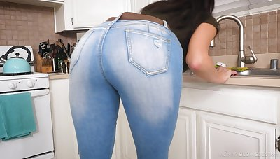 Those jeans show off how racy this MILF's ass is and that descendant loves dick