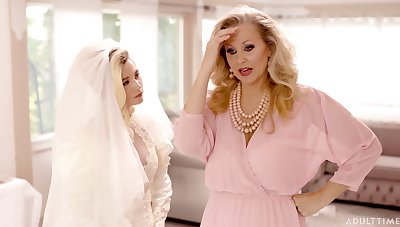 Lesbian sexual intercourse on put emphasize purfling limits in the air blonde pornstars Julia Ann with an increment of Carolina