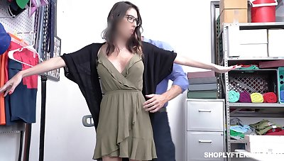Security guy bangs yawning chasm throat and wet cunt of forfeit busty milf Dava Foxx